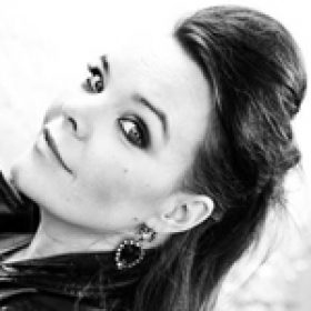 ANETTE OLZON: NIGHTWISH-Sängerin arbeitet an einem Soloalbum