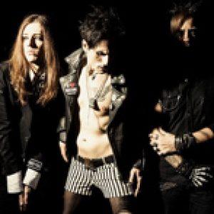 DOUBLE CRUSH SYNDROME: Plattenvertrag & Tour
