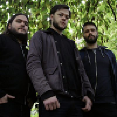 RISING: Vertrag mit EXILE ON MAINSTREAM RECORDS