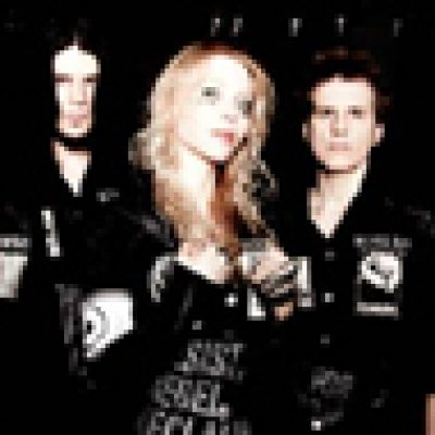 "ARCH ENEMY: Neues Video zu ""Under The Black Flags We March"""