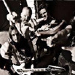 THE CROWN: Titelsong von ´Doomsday King´ online