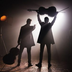 "2CELLOS: neues Album ""Score"""