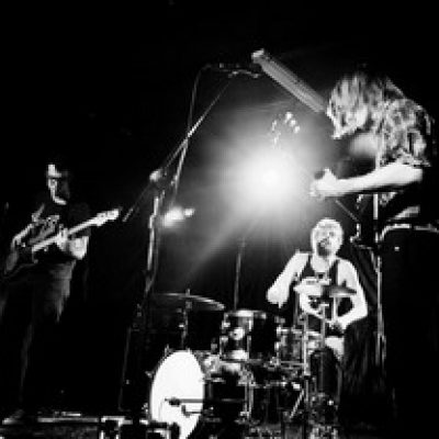 ALL THEM WITCHES: neue Band bei ELEKTROHASCH