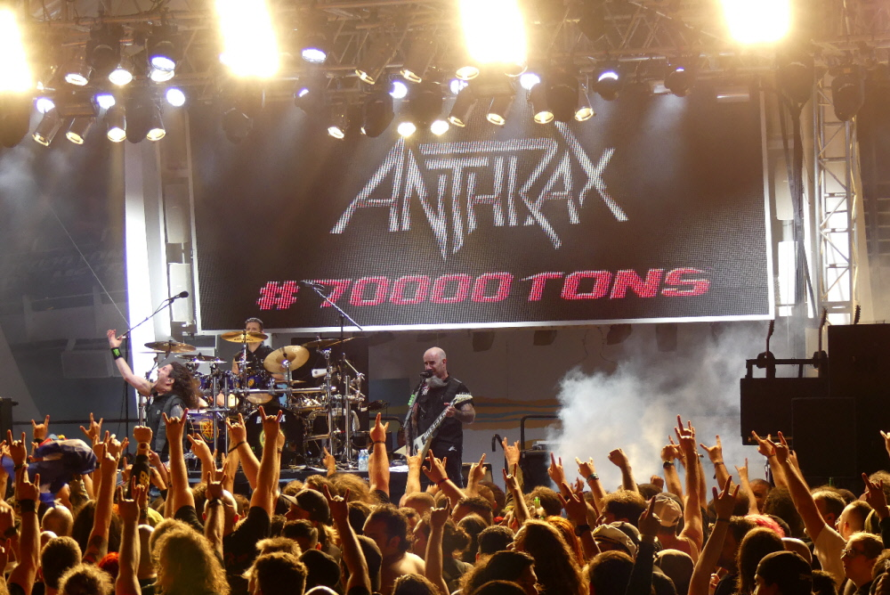 ANTHRAX_70000-tons-of-metal-2017-vampster_17