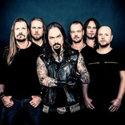 "AMORPHIS: Tour-Edition von ""Under The Red Cloud"" & Buch mt Songtexten"