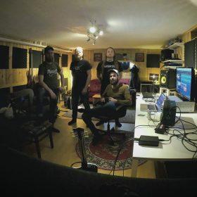 IN MOURNING: im Studio