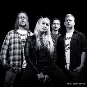 "JO BELOW: erste Single von neuer Hard Rock EP ""By The Rules"""
