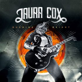 "LAURA COX: Video zu ""Freaking Out Loud"", Tour im April"