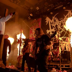 "MAYHEM: Lyric-Video zu ""Psywar"""