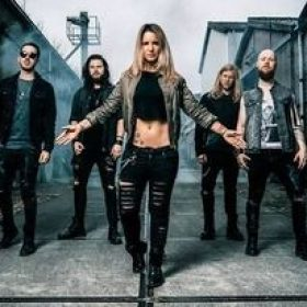 "THE CHARM THE FURY: Video-Clip zu ""Echoes"""
