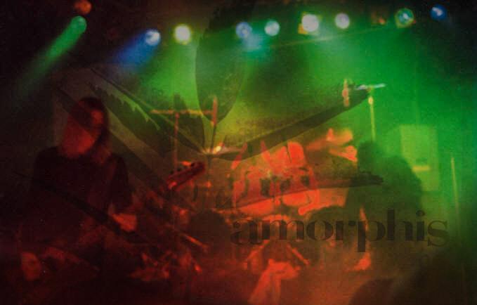 Amorphis: Finnische Kebaps, gebrochene Knochen, drei Gitarristen und serbische Diktatoren..!