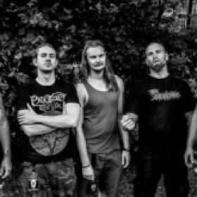 BLOOD RED THRONE: unterschreiben bei Candlelight