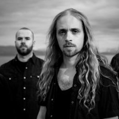 HELLISH OUTCAST: Labeldeal und Track online