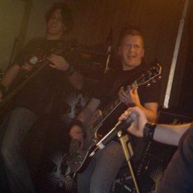 MOTORJESUS: Namensänderungen, Songwritingprobleme und Scheiß New-Metal.