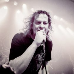 "VOIVOD: Re-Releases von ""Rrröööaaarrr"", ""Killing Technology"", ""Dimension Hatröss"" & ein Best-of-Album"