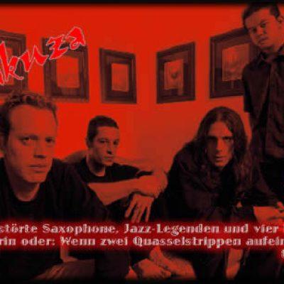 YAKUZA: Zerstörte Saxophone, Jazz-Legenden und vier Freaks mittendrin oder: Wenn zwei Quasselstrippen aufeinander treffen.